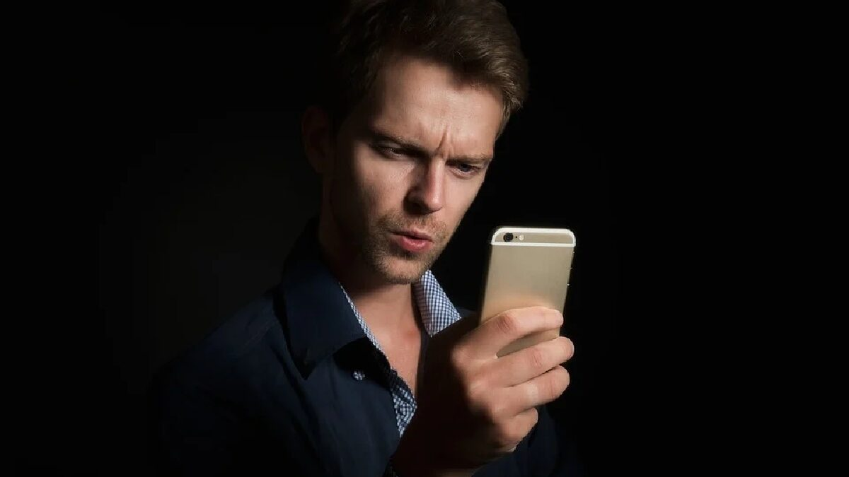 How to Successfully Read the Text Messages from Another Phone Secretly without Them Knowing?
